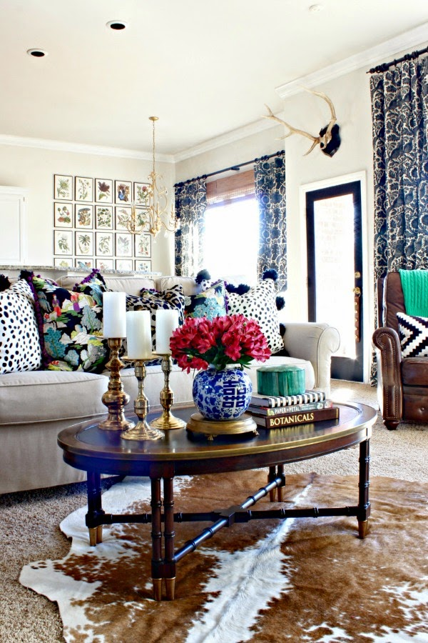 7 perfectly preppy eclectic decorated rooms southern for Living room ideas townhouse
