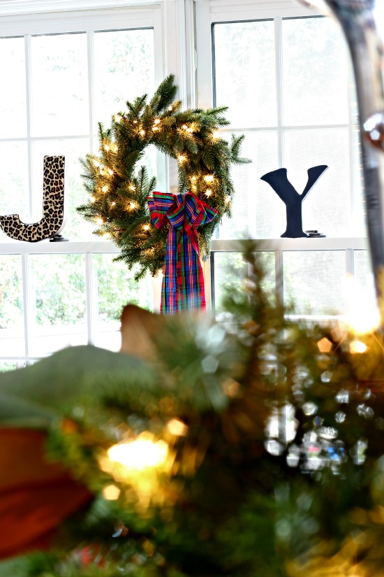 Christmas Home Tour- Garland & Wreath in Dining Room