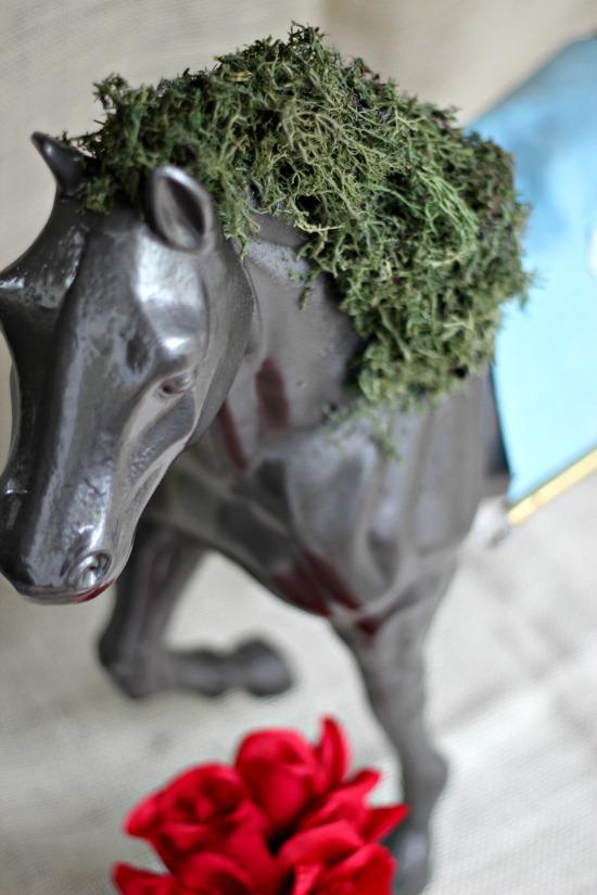 horse moss centerpiece
