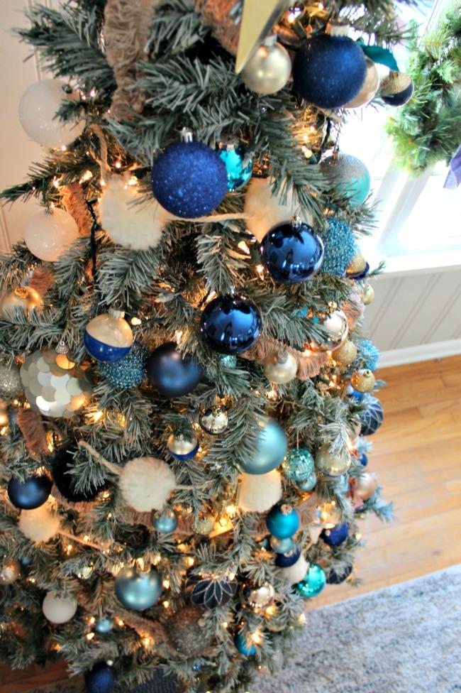 christmas-tree-blue-ornaments